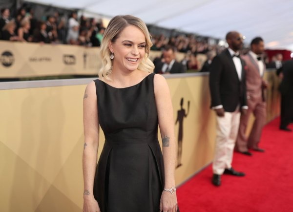 Taryn-Manning-Black-Dress-SAG-Awards-2018