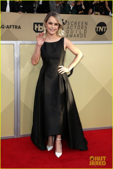 taryn-manning-slams-stylist-over-sag-awards-dress-04